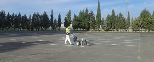 Aserpinto realiza el repintado del aparcamiento del parque Juan Carlos I